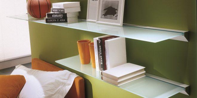 Arredare una casa piccola: uso di mensole per sfruttare spazi in altezza
