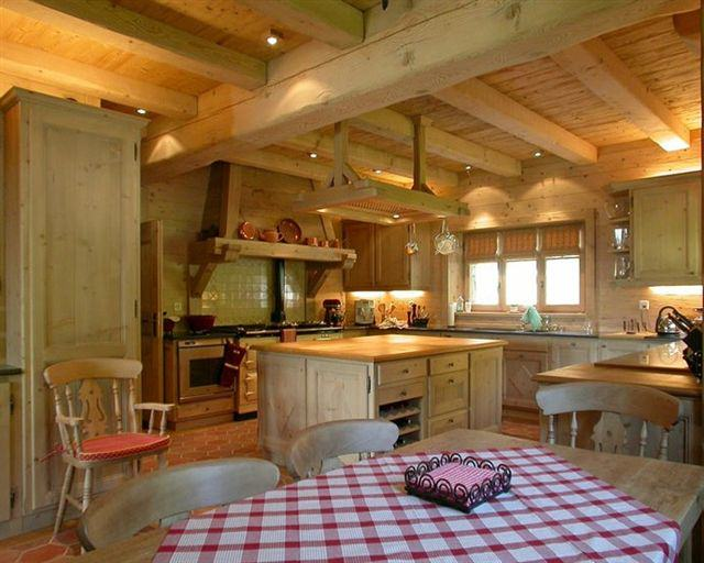 Come scegliere l 39 arredamento di una casa in legno for Come costruire l ascensore di casa